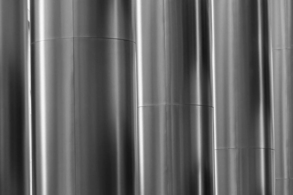 A silver curtain.