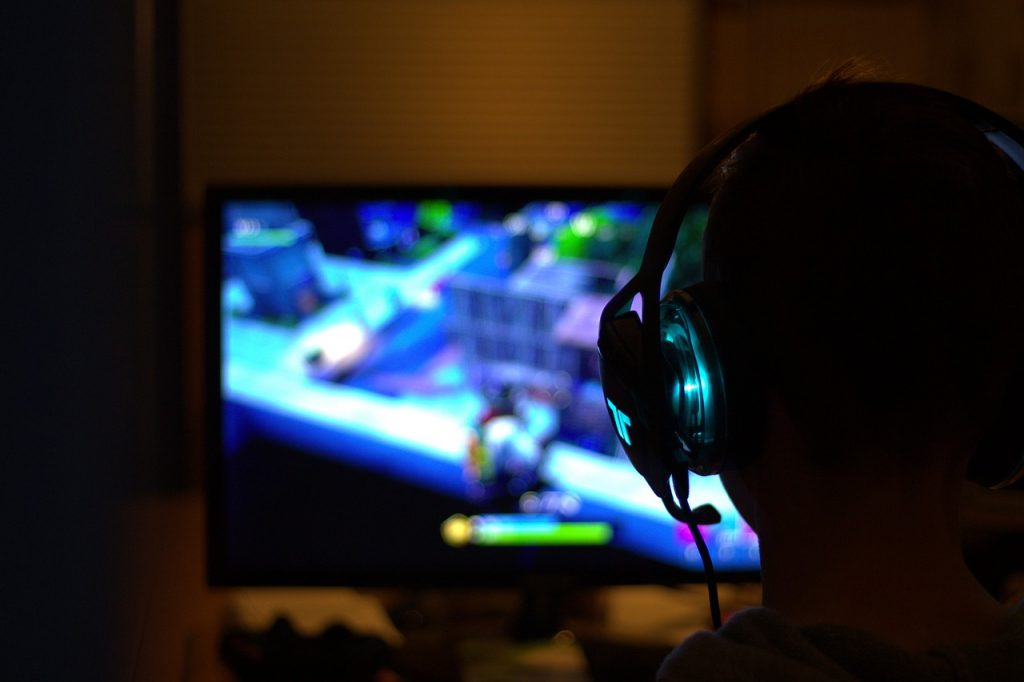 2. Gaming Headsets Allow You to Communicate With Other People
