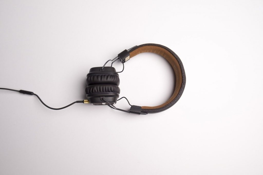 What Does A Headphone Splitter Do?