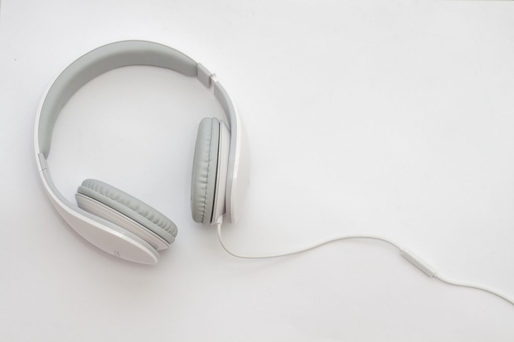 What Headphones Do Sports Analysts Wear