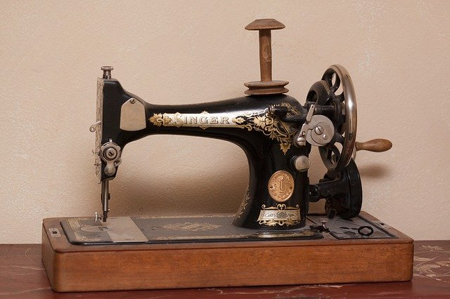 Manual or treadle sewing machine