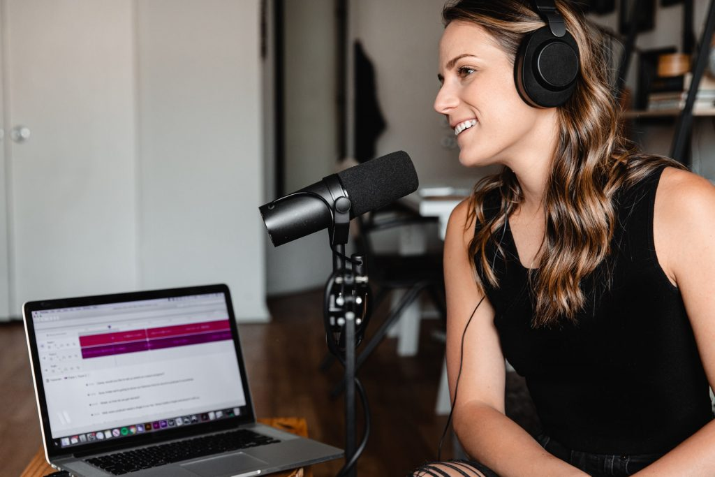 What is Better: A Headset or Headphones with Mic For Online Meetings?