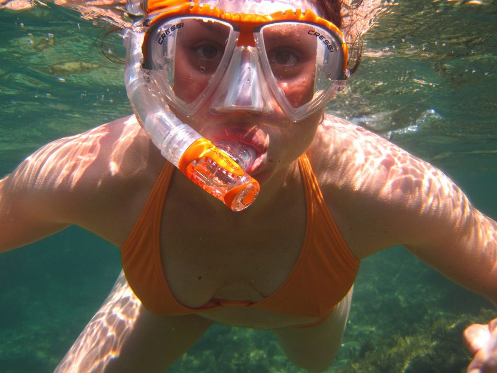 Woman, Diving, Swimming, Can you swim with waterproof headphones?